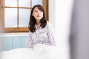 幻覚の原因はストレス?「統合失調症」の可能性も。医療機関は何科?