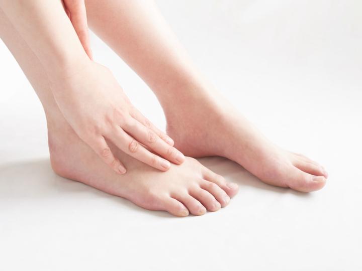 足の甲 ブツブツ 痒い