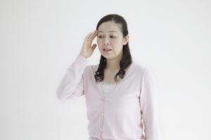 軽度認知症の症状|興味・意欲の低下や「もの忘れ」はMCIサインかも。どう対応する?治療法は?
