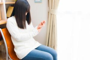 """若い女性に多い""""手足のしびれ""""はモートン病や手根管症候群かも。病院は何科?"""