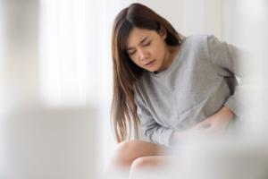 左上腹部の痛みは「膵炎」かも。食後の痛みは要注意!病院は何科?