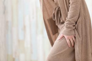 なぜ?足の付け根の内側が痛い3つの原因。リンパの腫れは大丈夫?病院は何科?