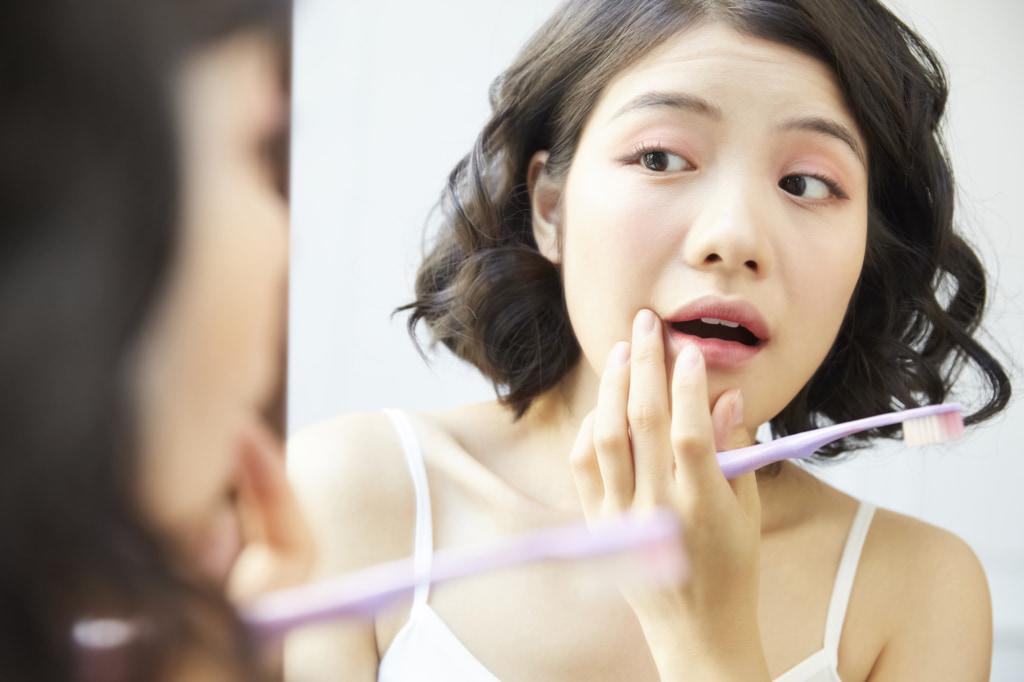 大人の歯が抜けたらどう対処する?治療法は?放置するとどうなる?