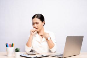 リンパ節炎で熱が上がったり下がったりする…この症状はいつまで?病院に行くべき?