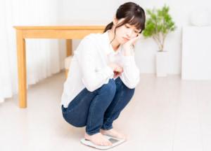 体重減少で病気と判断する目安は?病院は何科?糖尿病やバセドウ病の可能性も 医師監修