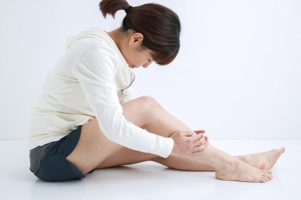 足のすねに「ズキズキとした痛み」原因はシンスプリントや打撲かも。病院は何科?