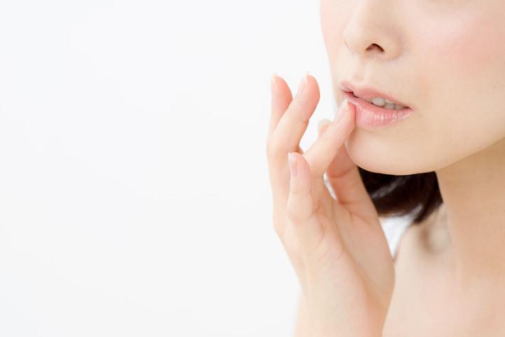 唇が荒れる 病気