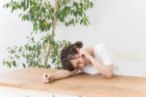 「耳の入り口の軟骨が痛い」のは耳介軟骨膜炎の可能性大!ストレス過多の人は要注意。病院は何科?