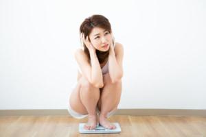 """なぜ?""""急に太る""""3つの原因。ストレス?更年期?お腹周りが急に太ったときは""""病気""""のケースも…"""
