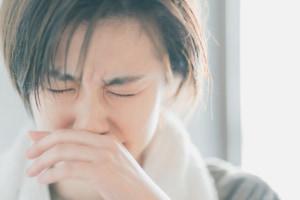もう嫌!「薬を飲んでも鼻水が止まらない」ときの対処法。風邪・アレルギーの鼻水がつらいときは