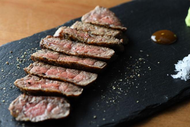肉の秘密基地 鉄板ビストロ恵比寿