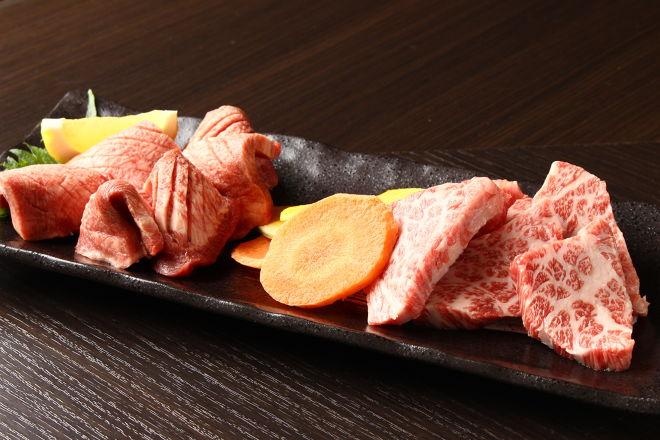 赤身肉とホルモンの店 惣