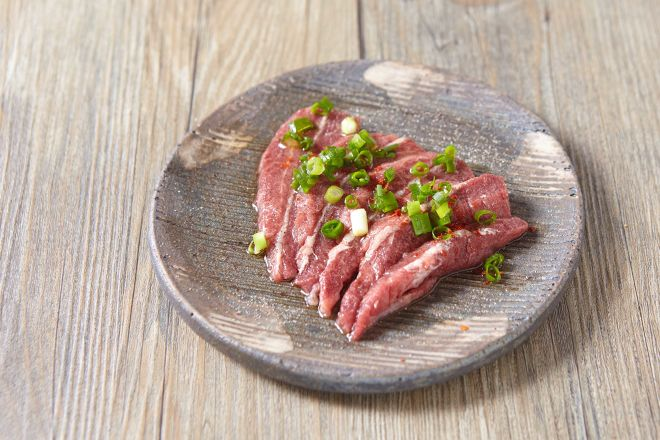 a slice of BEEF-ひときれの牛肉-_17