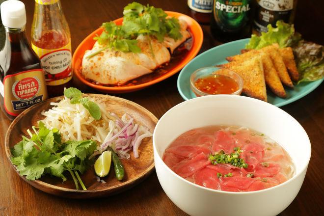 49 Asian Kitchen + Bar (49 アジアン キッチン + バー)