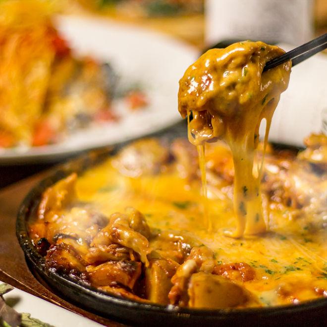 鶏バル×チーズタッカルビ 肉屋の三國